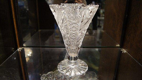 Vaso De Cristal Tcheco Lapidado A Mão - 21 x 14cm