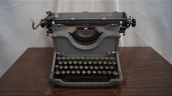 Antiga Máquina De Escrever Olivetti