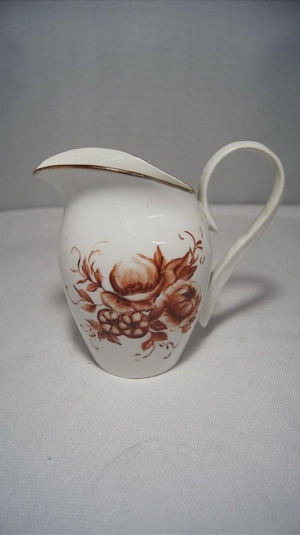 Antiga Leiteira Em Porcelana Myriam Rosas
