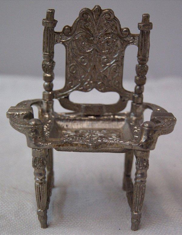 Antigo Cinzeiro banhada a prata em formato de poltrona
