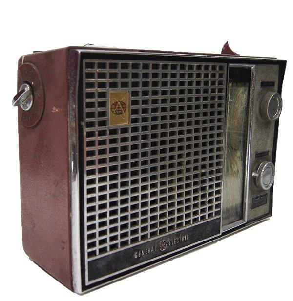 Rádio Antigo General Electric De Aço e Plastico