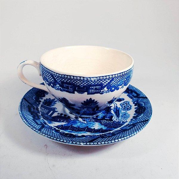 Xícara e Pires em Porcelana Japonesa Decorada