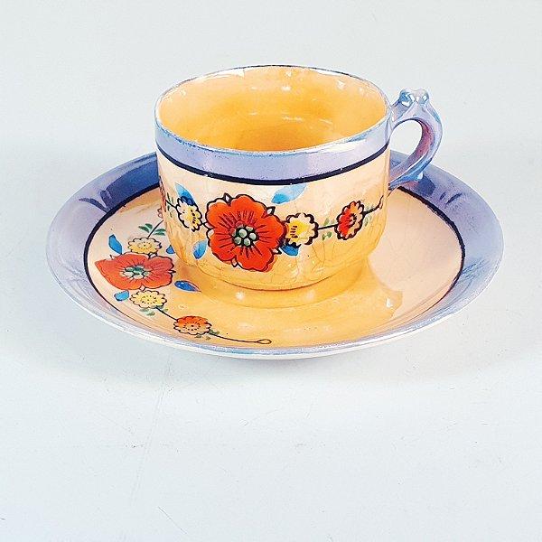 Xícara e Pires em Porcelana para Café amarelada