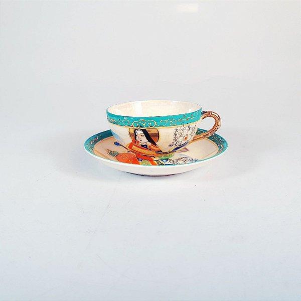 Xícara e Pires em Porcelana Casca de Ovo Japonesa