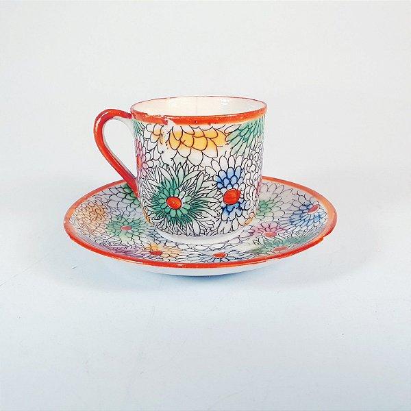 Xícara e Pires em Porcelana Floral