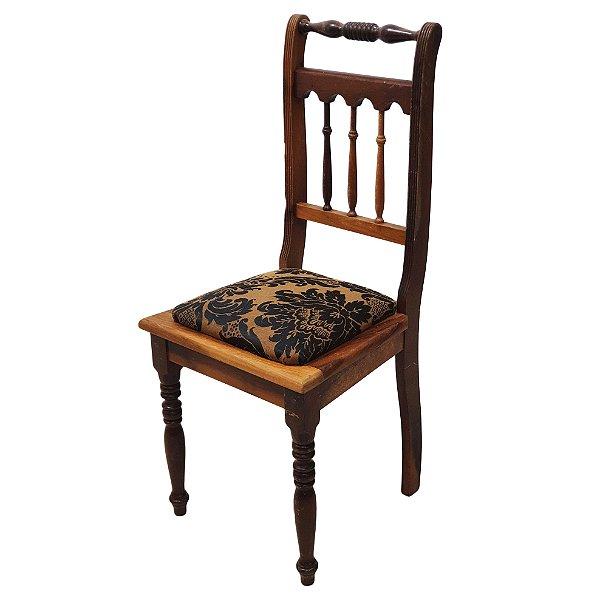 Cadeira Estilo Colonial Em Madeira de Imbuia