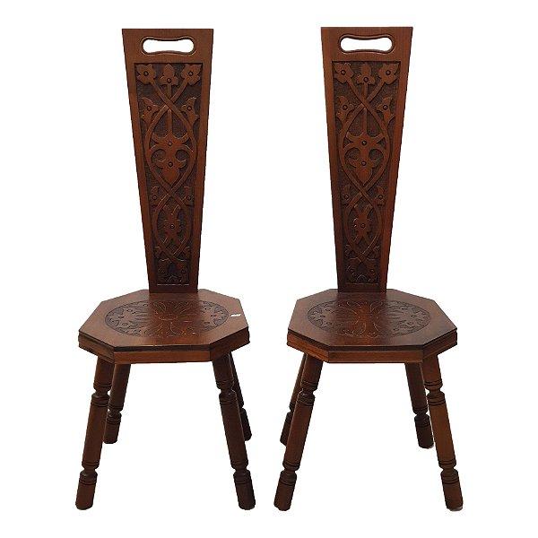 Par de Cadeiras Estilo Medieval Em Madeira Maciça