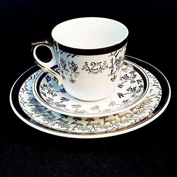 Xícara com Pires e Prato em Porcelana Steatita Bodas