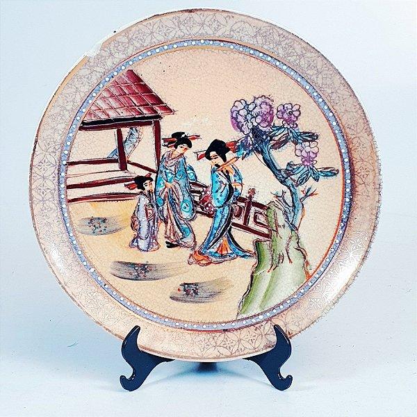 Prato Decorativo em Porcelana Japonesa Filetado em Ouro