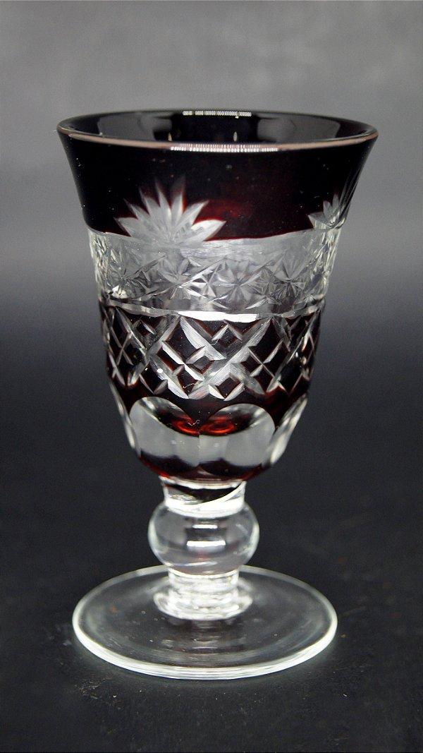 Taça para Licor Em Cristal Lapidado a Mão Vermelho