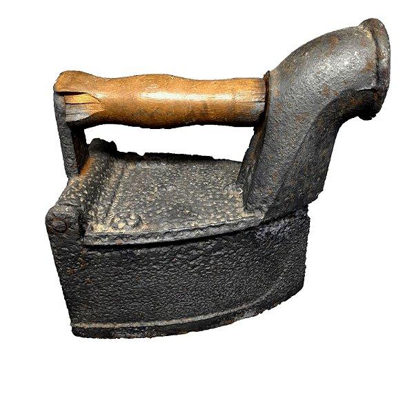 Ferro Passar Roupa a Carvão
