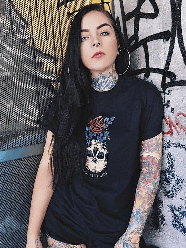 Camiseta Feminina Riot Invert Preta