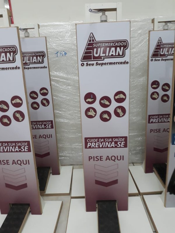 TOTEM DE ÁLCOOL GEL - MDF PERSONALIZADO PROMOCIONAL