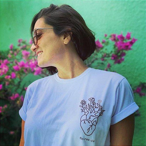 Camiseta Feminina [FLO.RES.ÇA]