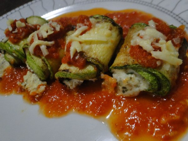 31 - Cannelloni de abobrinha com frango e ricota - refeição congelada