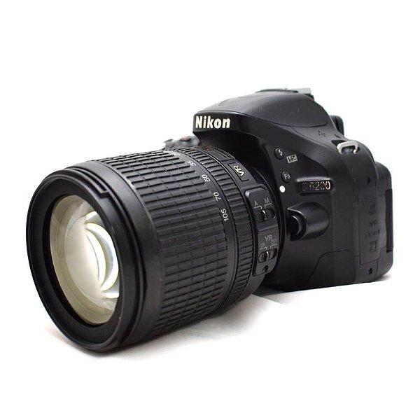 Câmera Nikon D5200 com Lente 18-105mm DX VR Usada