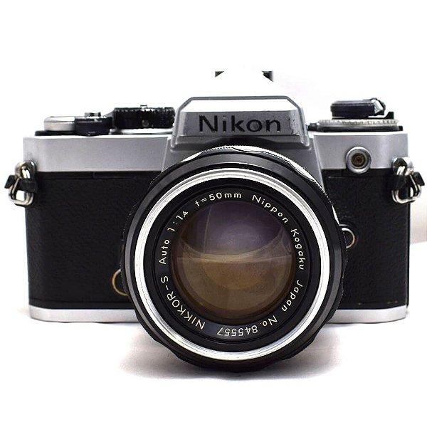Câmera Analógica Nikon FE com Lente 50mm Usada
