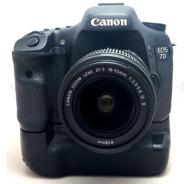 Câmera Canon EOS 7D com Lente 18-55mm IS II e Grip Original BG-E7 Usada