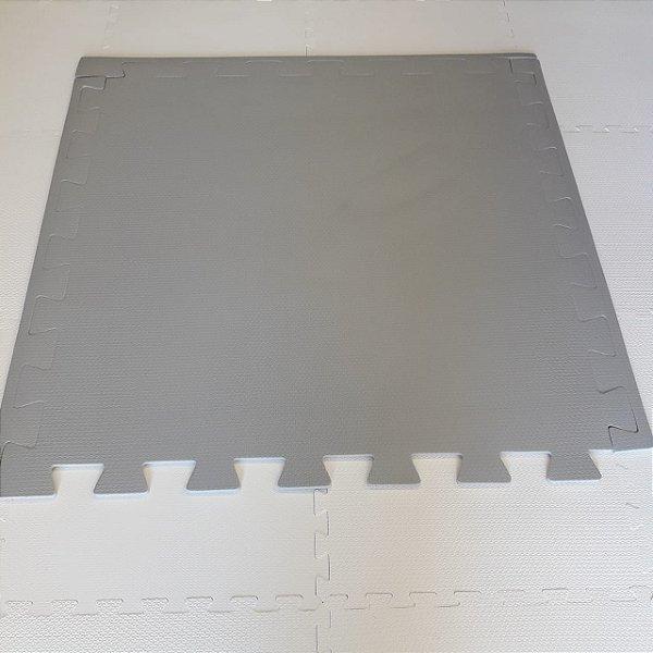 Tatame Cinza Claro 1,04m X 1,06m X 10mm + 3 Bordas de Brinde