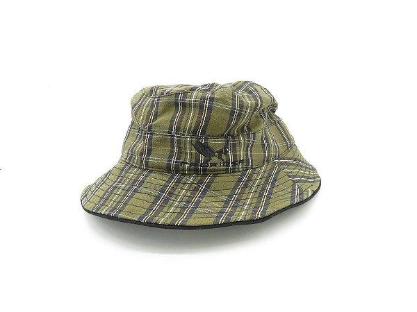 Chapéu Prorider verde com listrado com bordado em Preto de aba flexível