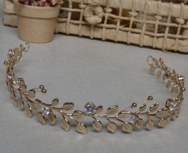 Tiara medieval com zirconia