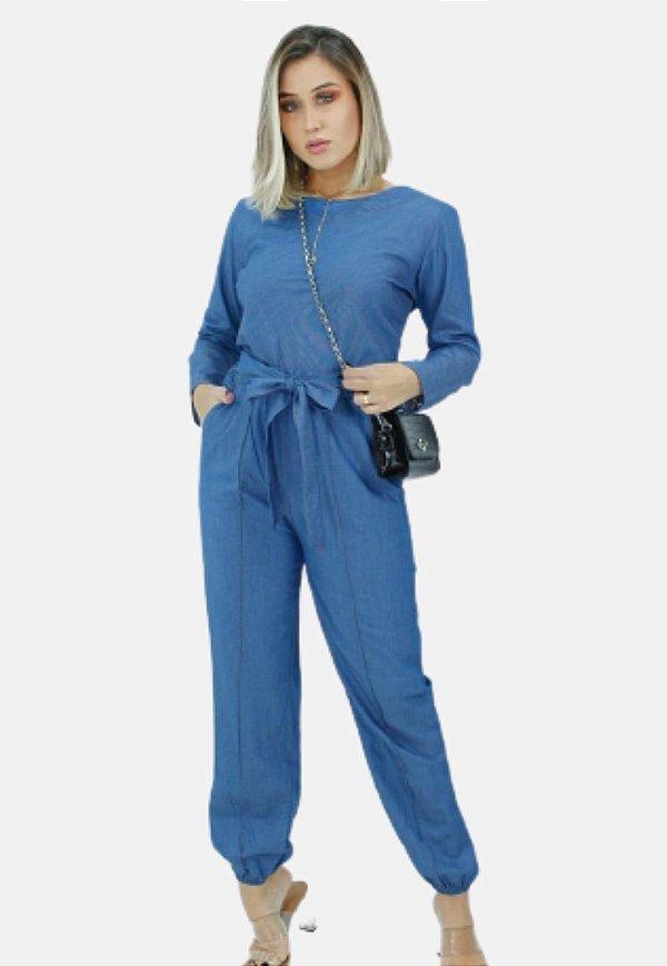 Calça jogger feminina com bolso nas laterais e amarração na cintura