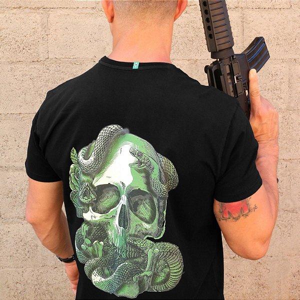 Camiseta Caveira e Cobra Preto