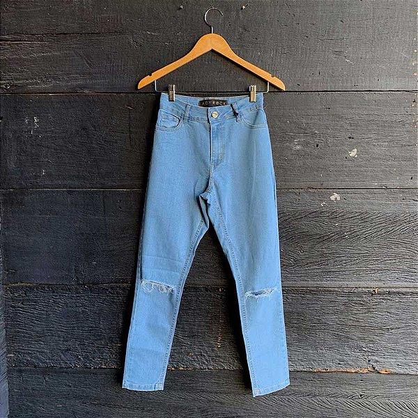 Calça Jeans Lavagem Clara c/ Rasgos