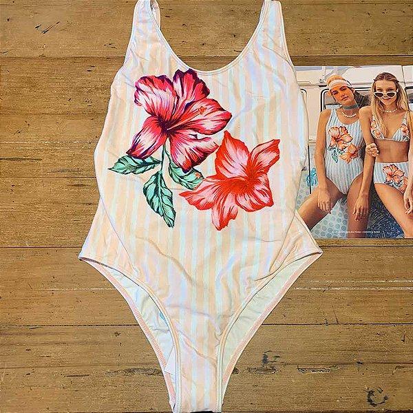 Body Decote Lateral Flor Hibísco Rose Água Doce