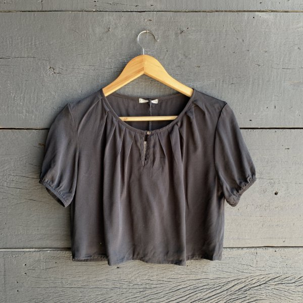 Blusa Cropped Detalhe Decote Preta