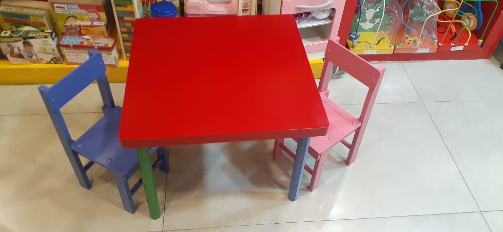 Mesa Vermelha com 2 cadeiras
