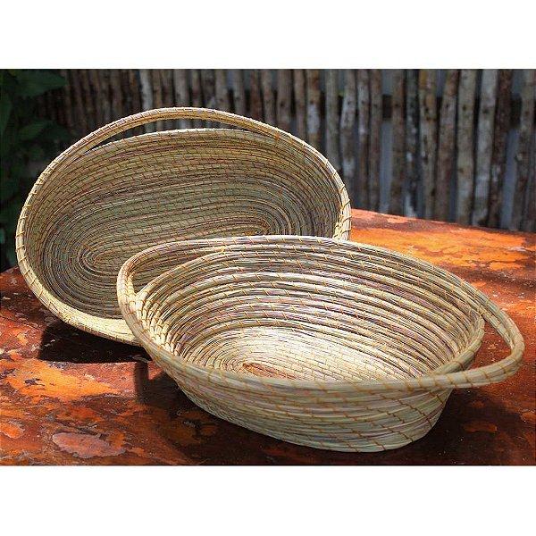 Conjunto com 2 cestas ovais em capim milha com alça