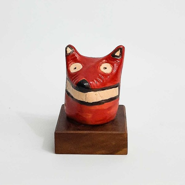 La ursa em cerâmica vitrificada pequena