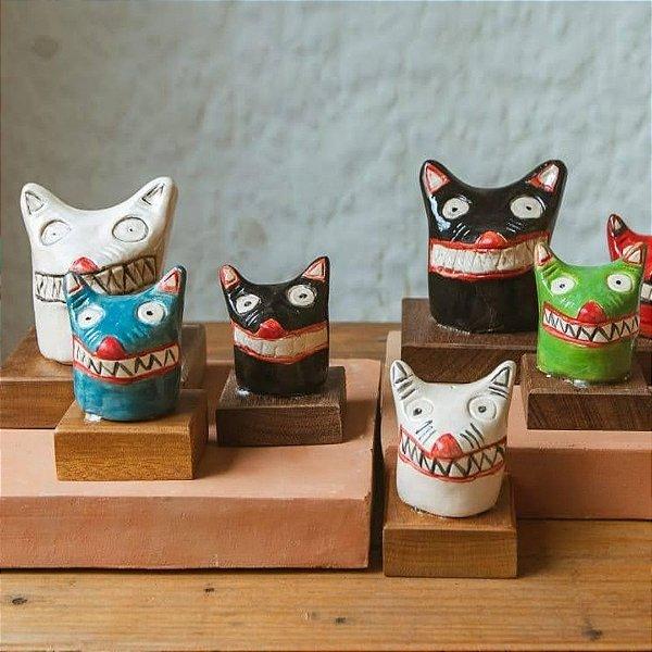 La ursa em cerâmica vitrificada média com cores diversas