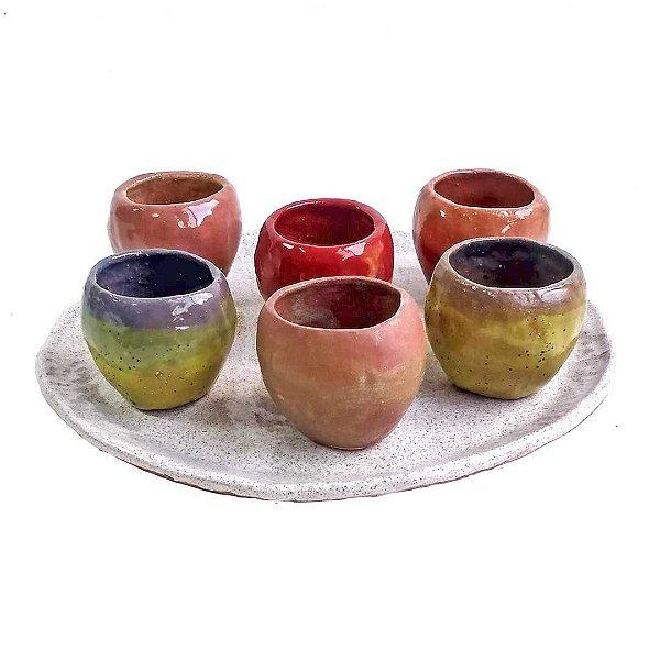 Copinhos em cerâmica vitrificada com cores diversas