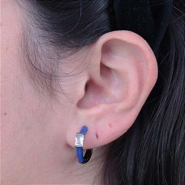 Argola da moda esmaltada em azul com zircônia