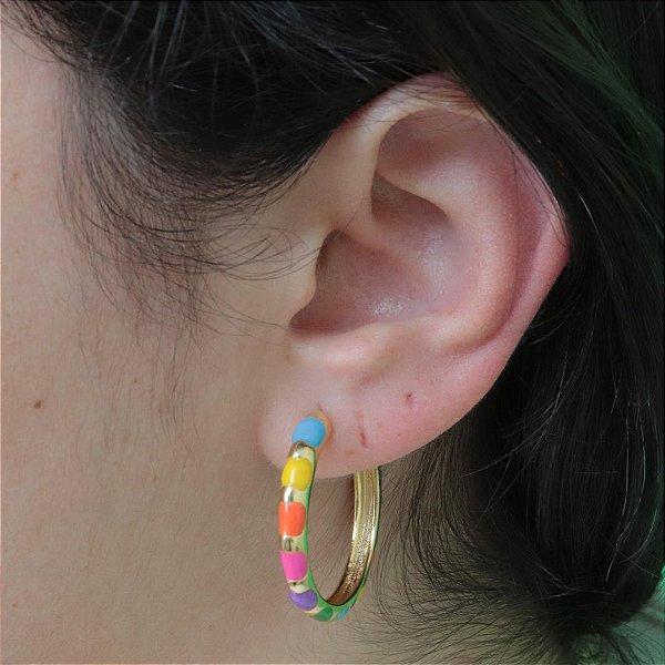 Argola Rainbow grande colorida esmaltada da moda
