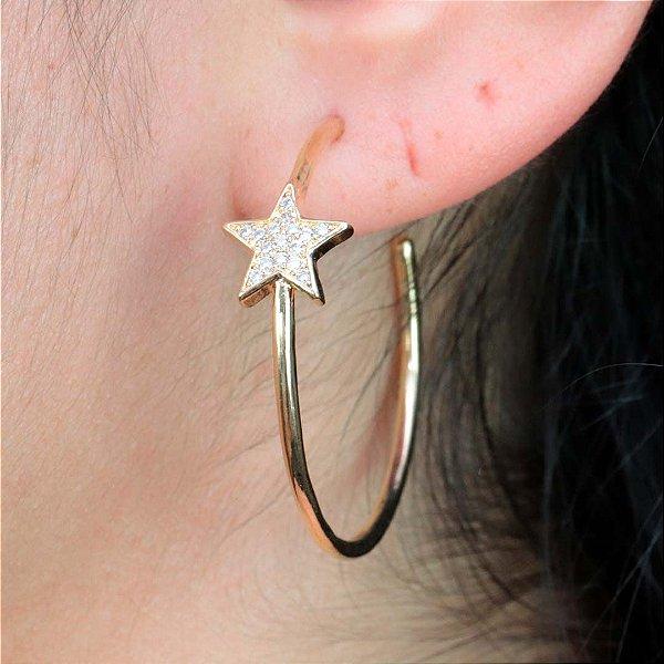 Brinco de argola estrela cravejada em zircônia