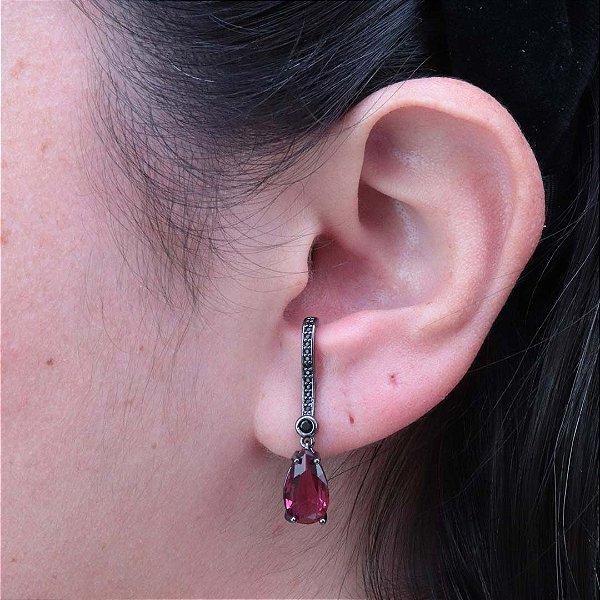 Brinco ear hook gota cravejado em zircônia ônix