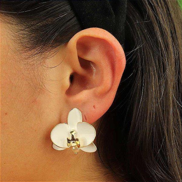 Brinco flor Orquídea com pérola e esmaltação