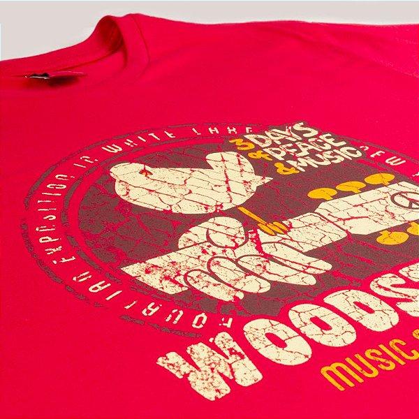 Camiseta Plus Size Woodstock Vermelha.