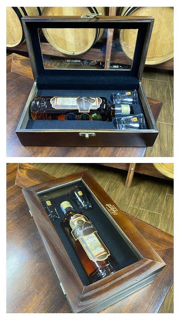 Caixa de Madeira 1 garrafa e 2 copos Bylaardt