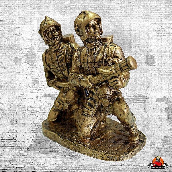Estatua Dois Bombeiros