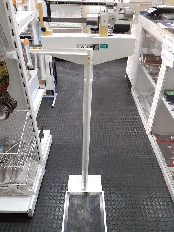 BALANÇA WELMY MECÂNICA PARA PESAR PESSOAS COM ANTROPÔMETRO CAPACIDADE 150KG X 100G (REVITALIZADA)