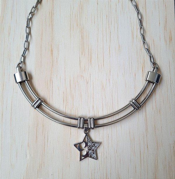 Colar prata rígido com corrente e pingente de estrela