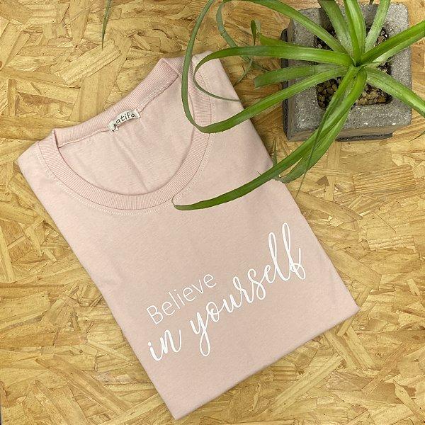 """Camiseta """"Believe in yourself""""   Tamanho P"""