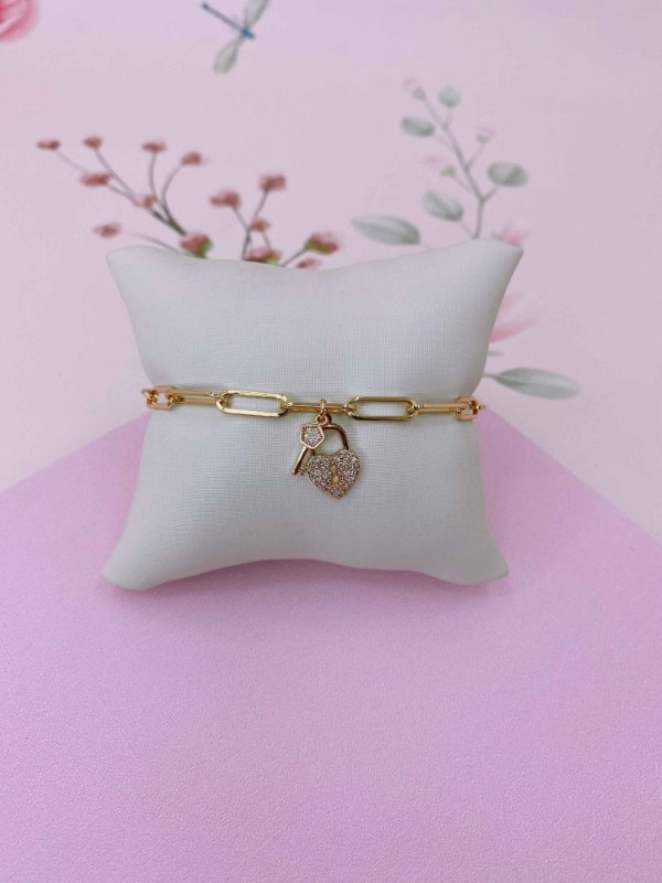 Pulseira com pingente de coração e chave- prata, prata colorido, dourado ou dourado colorido