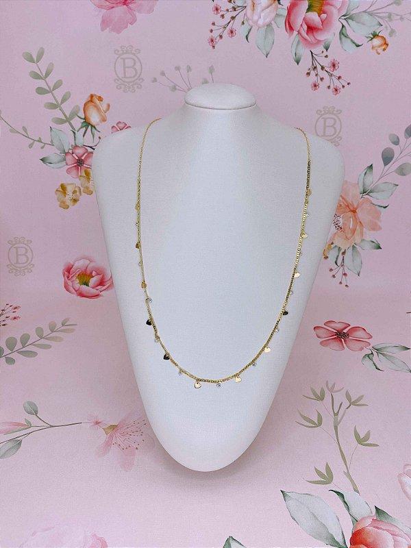 Body chain (colar ou cinto) dourado com corações e pedrinhas.