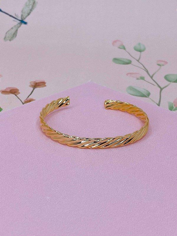 Pulseira bracelete dourado com detalhes riscados