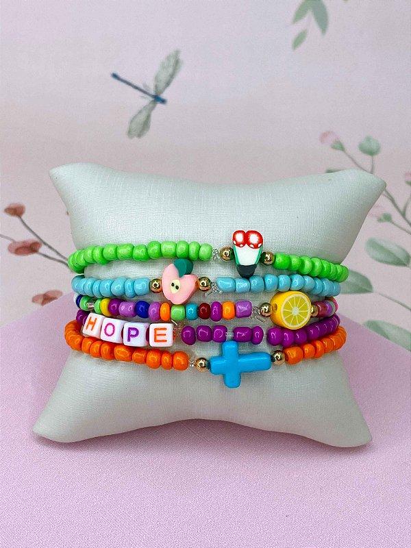 Pulseira HOPE com miçangas coloridas e frutinhas